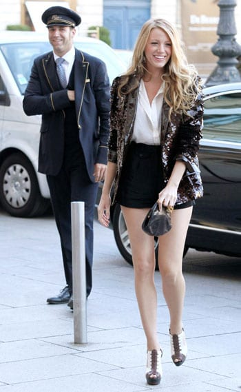 Blake Lively smiling on the sets of Gossip Girl