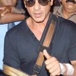 Gauri Khan and Jay Mehta pick up Shah Rukh Khan from Lilavati Hospital in Mumbai