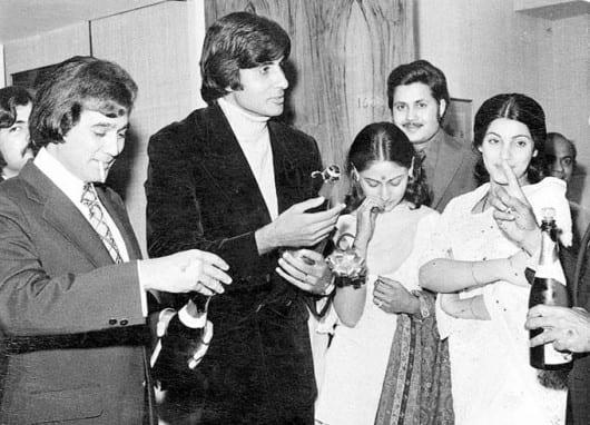 Amitabh Bachchan, Rajesh Khanna, Dimple Kapadia and Jaya Bachchan Spotted in an Old Pic