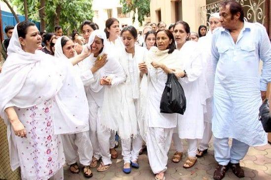 Jiah Khan's mother and sisters, Siddharth Mallya, Nagma, Urvashi Dholakia, Deepak Parashar, Aditya Pancholi, Sooraj Pancholi, Riteish Deshmukh, Ranjeet and Sophie at Jiah Khan's funeral