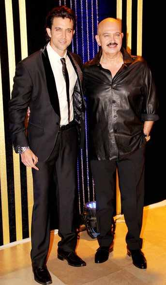 Hrithik Roshan and Rakesh Roshan at Rakesh Roshan's Birthday Celebrations