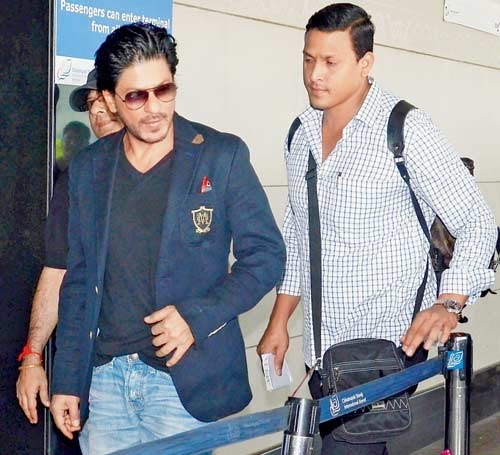 Shah Rukh Khan Spotted at the Airport on Way to Dubai