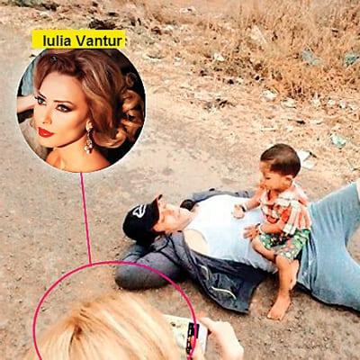Iulia Vantur takes a picture of Salman Khan!