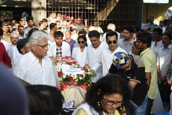 Bollywood Celebrities attend the Funeral of Vinod Khanna